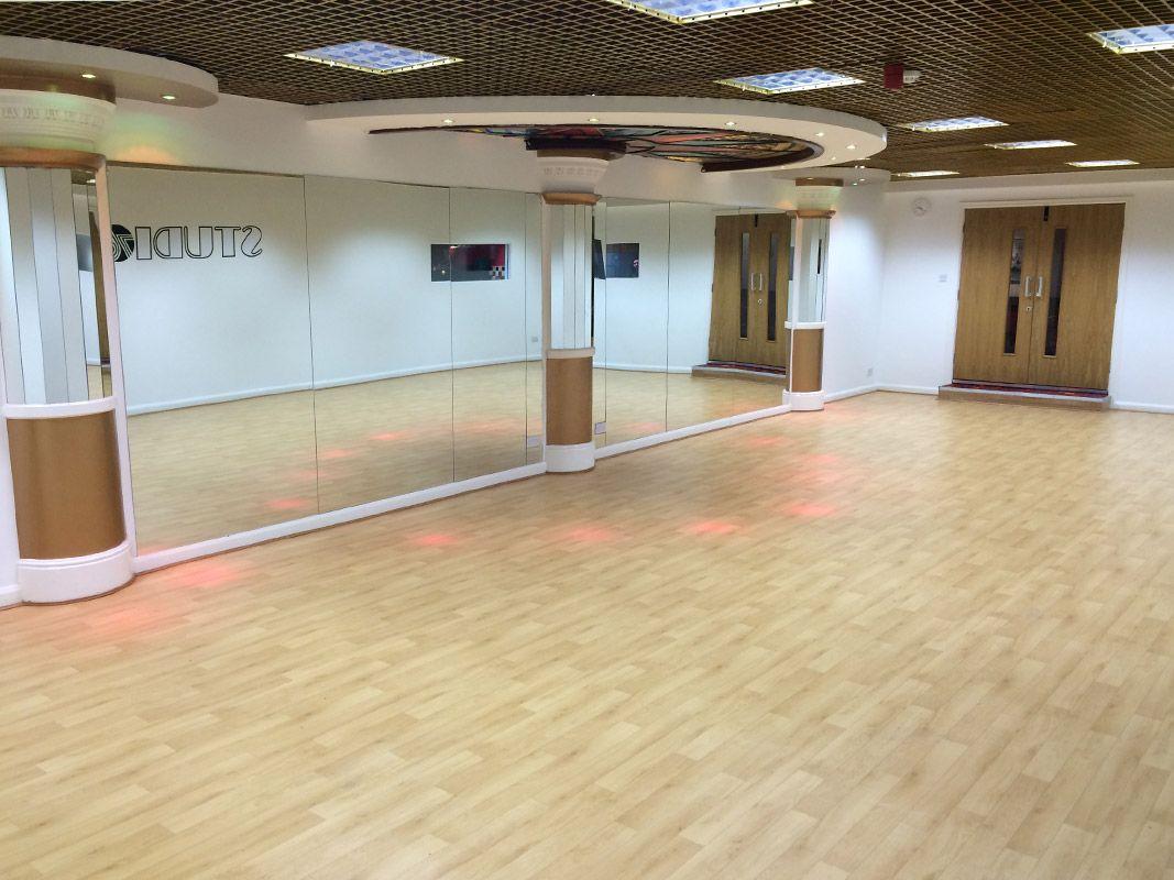 Dynamic Wood Effect Dance Floor at Studio 76