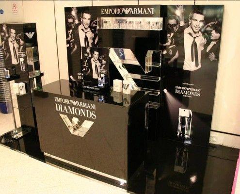 StudioTak™ High Gloss Black Floor for Retail Display